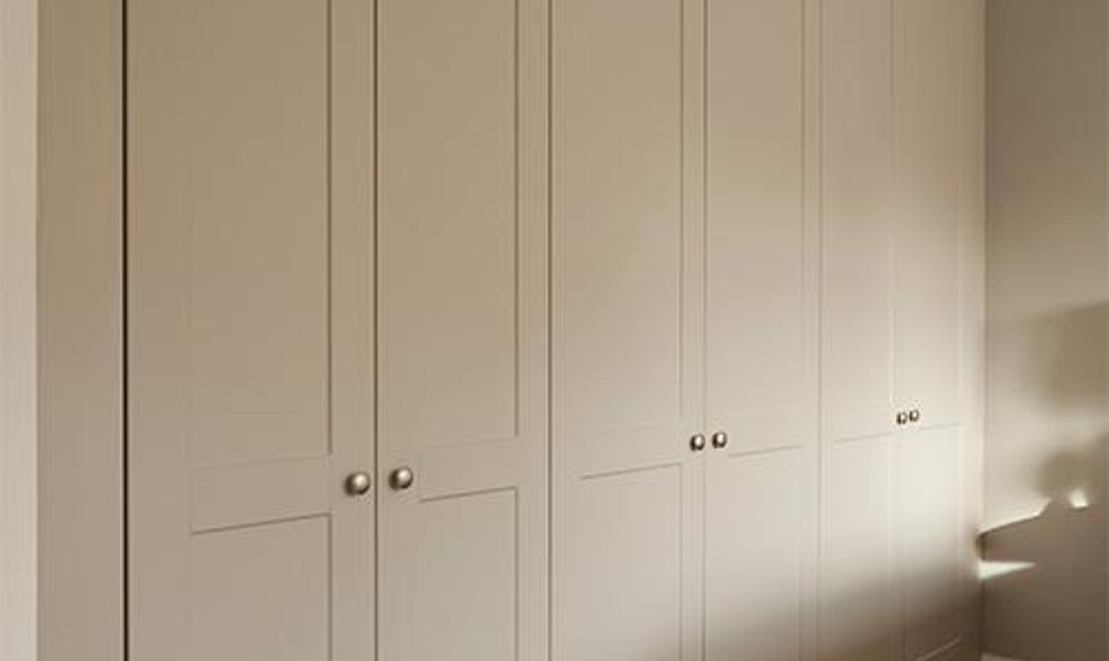 from handbags to an en suite this wardrobe fits everything in 57792